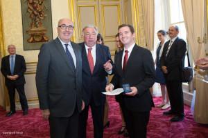 Tiphaine Rombauts avec le Président du Sénat M. Gérard Larcher et M. le Questeur Jean-Léonce Dupont